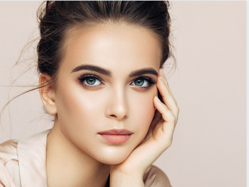 Sofwave nonsurgical brow lift - model with smooth forehead
